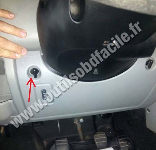 Obd2 connector location in renault master 1997 2010 outils obd renault master fuses box cheapraybanclubmaster Images