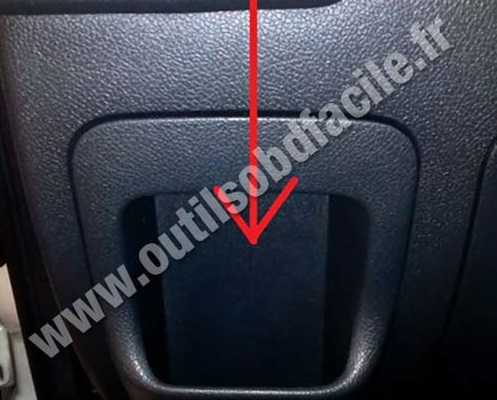 master behind storage compartment obd2 connector location in renault master 3 (2010 2014) outils renault trafic fuse box location at bayanpartner.co