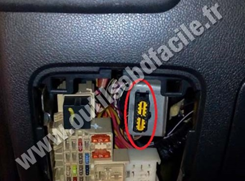2011 jeep patriot fuse box diagram obd2 connector location in renault master 3  2010 2014  obd2 connector location in renault master 3  2010 2014