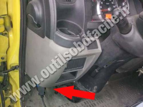 Renault Maxity Driver side