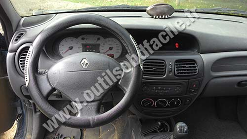 obd2 connector location in renault megane 1 (1999-2002) - outils obd