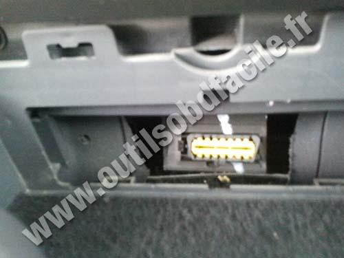 Renault Megane 2 OBDII plug