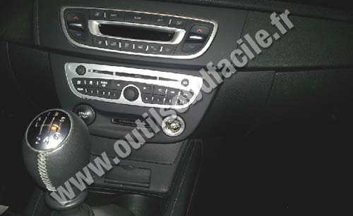 obd2 connector location in renault megane 3 2008 2016 outils obd facile. Black Bedroom Furniture Sets. Home Design Ideas