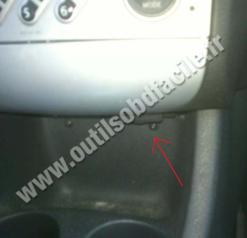 obd2 connector location in renault modus 2004 2008 outils obd facile. Black Bedroom Furniture Sets. Home Design Ideas