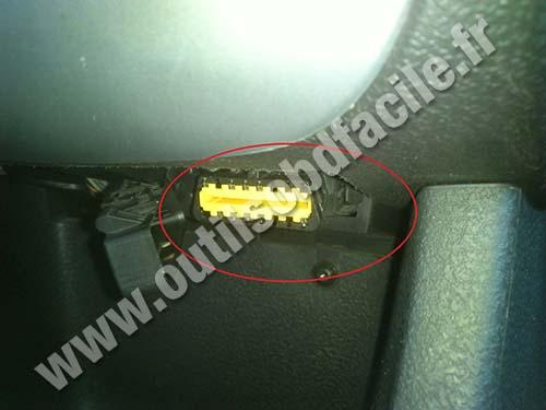 Renault modus phase 1 OBD plug