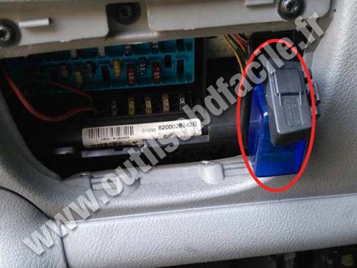 obd2 connector location in renault scenic 1996 2003 outils obd facile. Black Bedroom Furniture Sets. Home Design Ideas