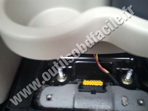 OBD2 connector location in Renault Scenic 2 (2003 - 2009 ...