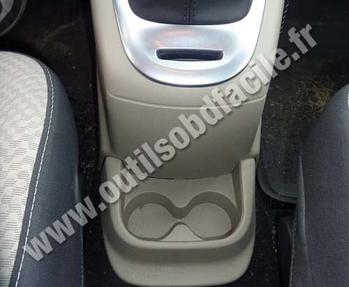 obd2 connector location in renault scenic 3 2009 2016 outils obd facile. Black Bedroom Furniture Sets. Home Design Ideas