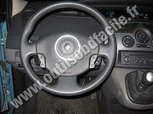 Renault Scenic dashboard (no central console)