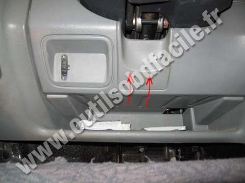 obd2 connector location in renault trafic 2 2001 2014 outils obd facile. Black Bedroom Furniture Sets. Home Design Ideas