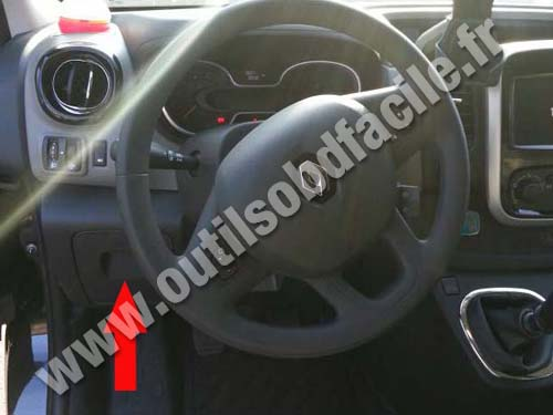 renault trafic 3 dashboard obd2 connector location in renault trafic (2014 ) outils renault trafic fuse box location at bayanpartner.co