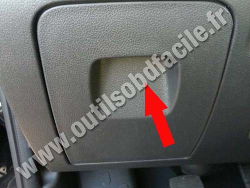 Obd2 Connector Location In Renault Trafic 3  2014 -
