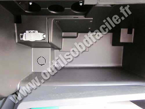 Renault Twingo 2 car's glove box
