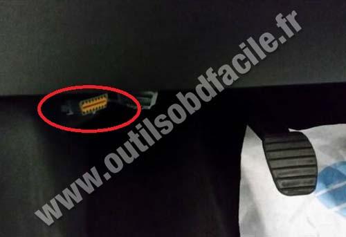 Obd2 Connector Location In Renault Twingo 3  2014