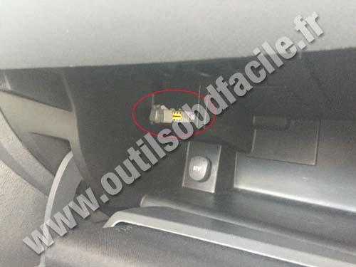 Renault Wind OBD II plug