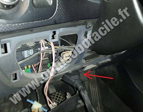 Obd2 connector location in seat altea 2004 2015 outils obd facile - Diagnostic electrique location ...