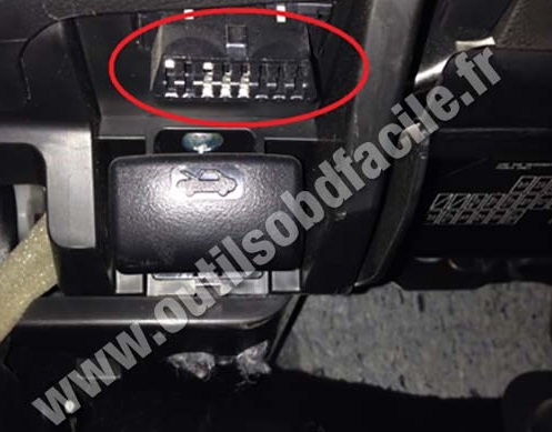 Suzuki Kizashi together with Fiat Doblo as well Volvo S40 2 likewise Land Rover Range Rover Sport 1 further Renault Scenic 3. on obd plug location