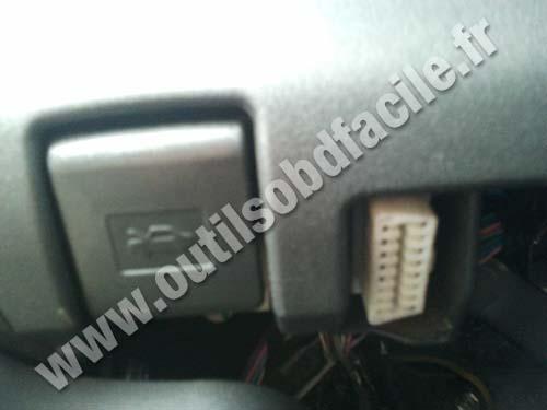 Toyota Auris OBD plug