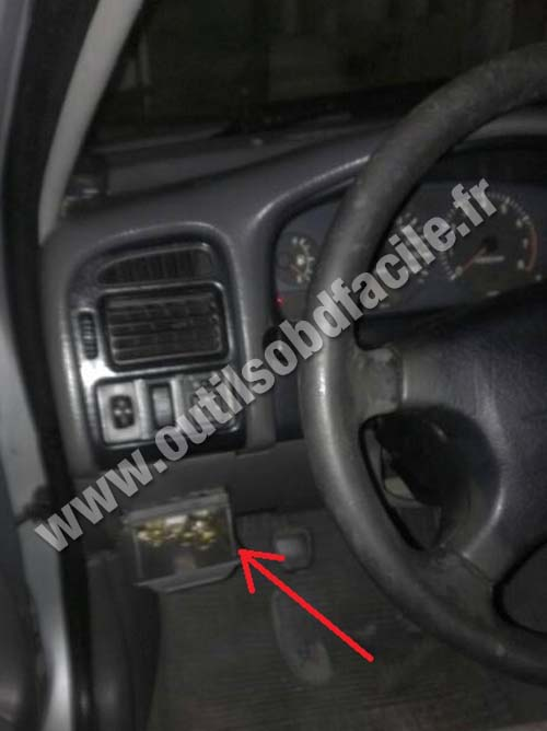 toyota-avensis-fuses-dashboard Where Is Fuse Box On Toyota Hiace on
