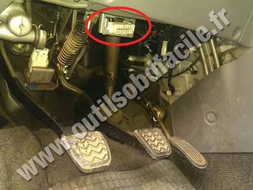 obd2 connector location in toyota avensis verso 2001. Black Bedroom Furniture Sets. Home Design Ideas