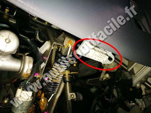 Toyota Previa - OBD Connector