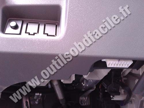 Obd2 Connector Location In Toyota Prius 2 2003 2009