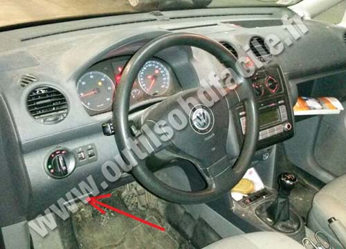 OBD2 connector location in Volkswagen Caddy (2003 - ...) - Outils OBD Facile
