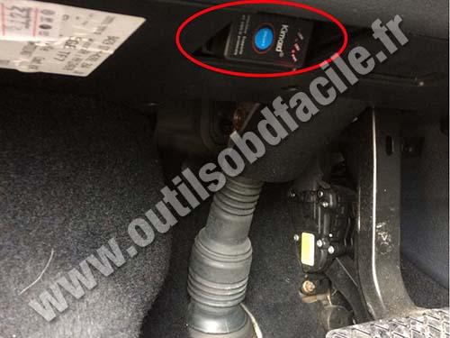 Volkswagen Caravelle - OBD connector