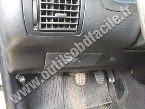 OBD2 connector location in Volkswagen Gol G3 (1999 - 2004 ...
