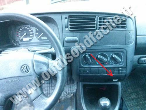 obd2 connector location in volkswagen golf iii 1991 1997 outils obd facile. Black Bedroom Furniture Sets. Home Design Ideas