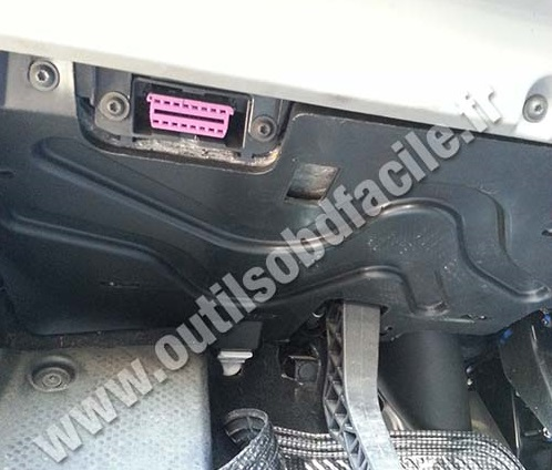 06 Vw Gti Engine also Light Relay Location 2004 Ford Crown Victoria together with Mazda 3 Abs Wiring Diagram as well Dodge Ram 1500 2005 Electrical Wiring Diagram as well Ford Transit Fuse Box Location. on 2001 vw jetta fuse diagram
