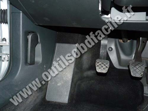 OBD2 connector location in Volkswagen Passat B6 (2005 - 2010) - Outils OBD Facile