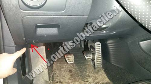 OBD2 connector location in Volkswagen Scirocco (2008 ...