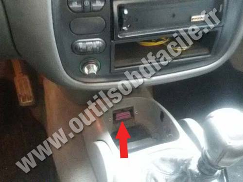 OBD2 connector location in Volkswagen Sharan (1996 - 2000) - Outils OBD Facile