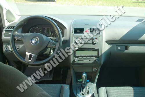 Volkswagen Touran 2 dashboard