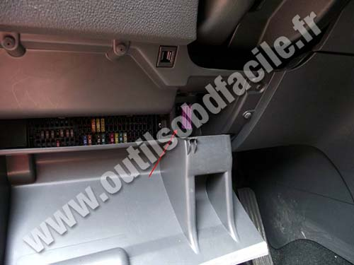 photo3 obd2 connector location in volkswagen touran (2003 2010) outils 2013 vw touareg fuse box diagram at gsmx.co