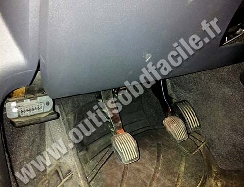 Volvo C30 OBD Plug