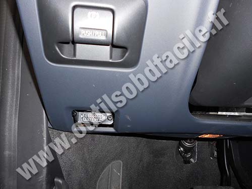 OBD2 connector location in Volvo S60 - Outils OBD Facile