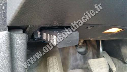 OBD2 connector location in Volvo S80 (1998 - 2006) - Outils OBD Facile