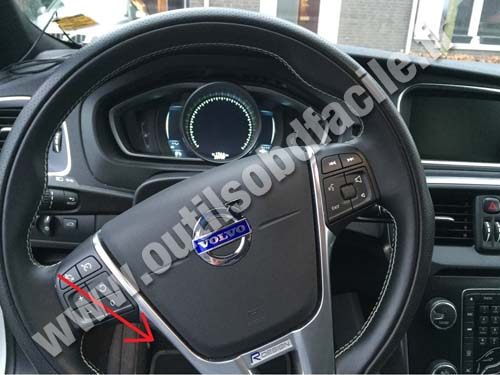 OBD2 connector location in Volvo V40 (2012 - 2016) - Outils OBD Facile