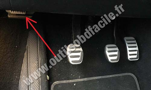 2016 Volvo S80 >> OBD2 connector location in Volvo V40 (2012 - 2016) - Outils OBD Facile