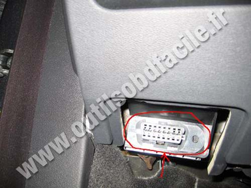 OBD2 connector location in Volvo V70 (2000 - 2007) - Outils OBD Facile